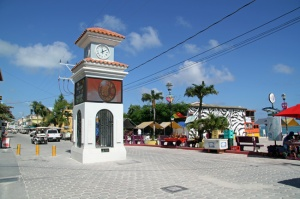 Ambergris-Caye,-village-squ